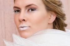 Make up: Meral Emir